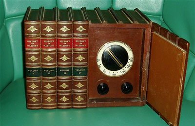 Photo of a 1947 Emerson Library Radio.